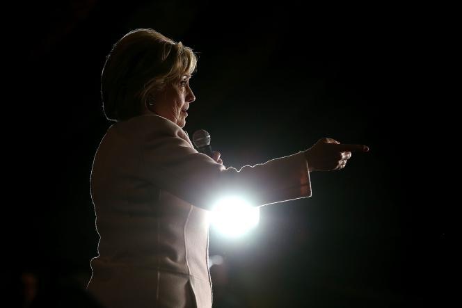 La candidate aux primaires démocrates Hillary Clinton, le 29 janvier 2016 à Davenport, dans l'Iowa.