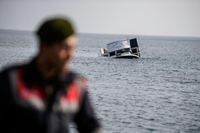 Au moins 37 migrants sont morts dans le naufrage de leur embarcation au large de la province turque de Canakkale.