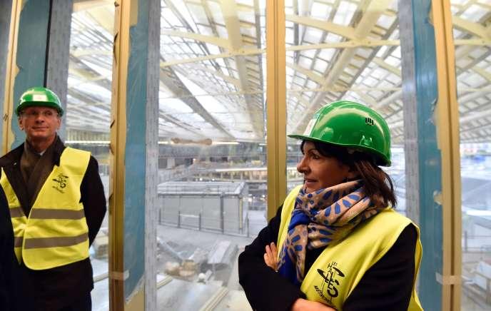 Anne Hidalgo visite le chantier des Halles, à Paris le 27 janvier.