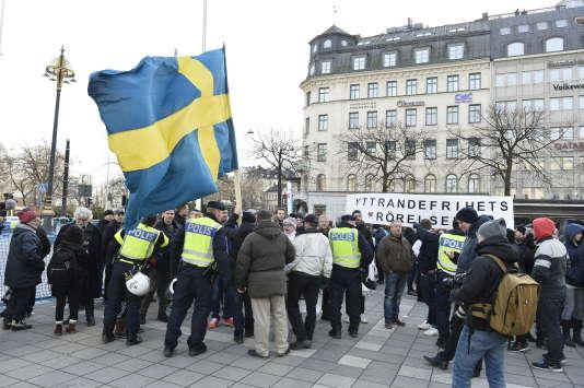 """Une manifestation du mouvement antimigrants """"The people's demonstration"""" qui proteste contre la politique migratoire du gouvernement, à Stockholm, le samedi 30 janvier."""