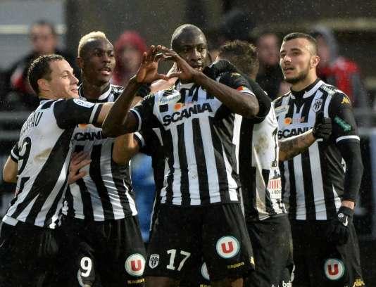 Les Angevins célèbrent leur victoire face à Monaco, samedi 30 janvier.