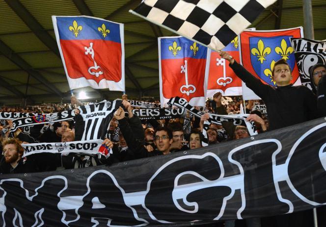 Supporteurs d'Angers lors du match face à Monaco, au stade Jean Bouin d'Angers, 30 janvier 2016.