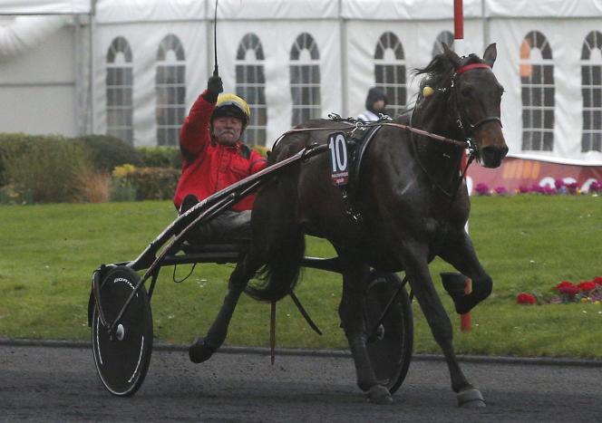 Le Français Franck Nivard célèbre sa victoire au Prix d'Amérique, dimanche 31 janvier.