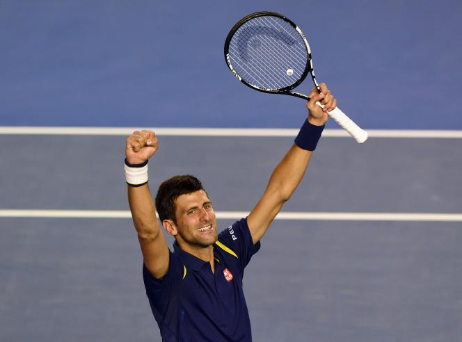 Le joueur serbe Novak Djokovic remporte son sixième titre à Melbourneen trois sets (6-1, 7-5, 7-6) face à Andy Murray, numéro deux mondial.