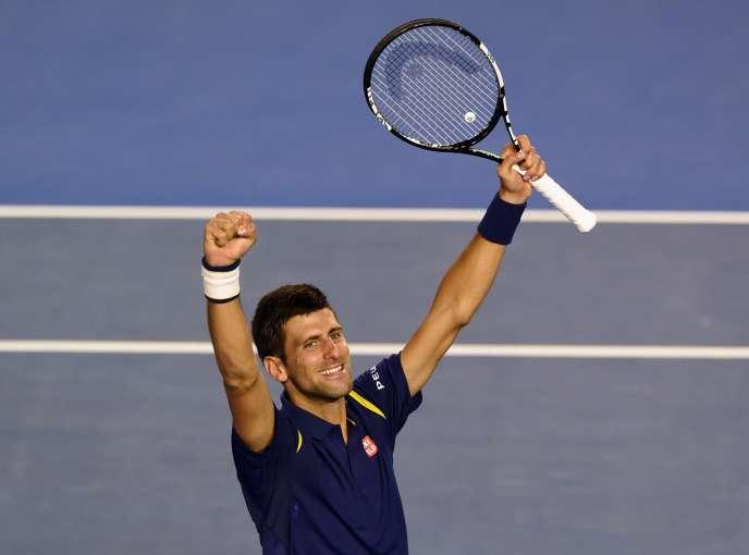 Le joueur serbe Novak Djokovic remporte son sixième titre à Melbourneen trois sets (6-1 , 7-5, 7-6) face au numéro 2 mondialAndy Murray.