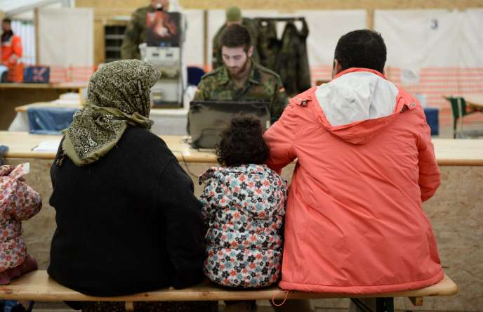 Des réfugiés syriens dans un centre d'enregistrement à Erdning, dans le sud de l'Allemagne, en janvier.