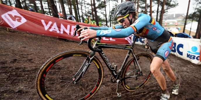 La cycliste Femke Van Den Driessche a été suspendue six ans après qu'un moteur a été retrouvé dans son vélo.