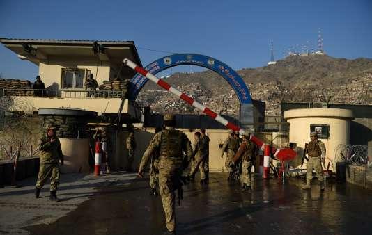 Les talibans ont revendiqué une attaque contre une base de la police en plein cœur de Kaboul, en Afghanistan, le 1er février 2016.