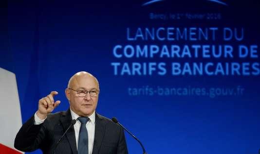 Le ministre des Finances, Michel Sapin, a annoncé lundi 1er février le lancement d'un site public et gratuit permettant de comparer les prix pratiqués par la quasi-totalité des établissements bancaires.