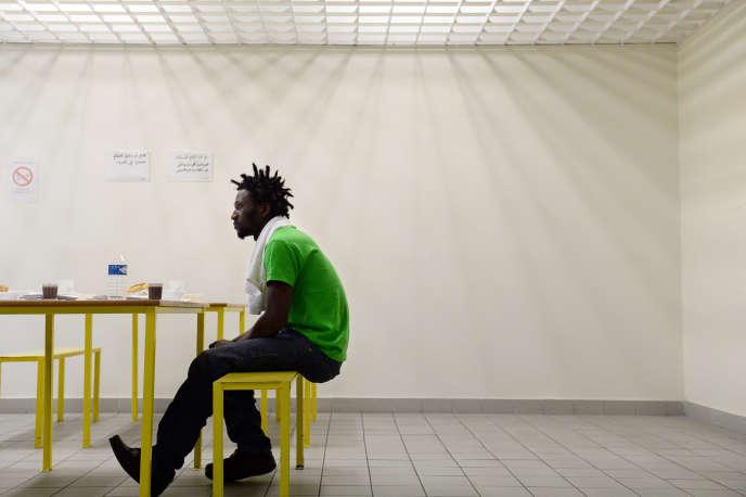 Un sans-papiers guinéen dans les centre de rétention du Canet près à Marseille.