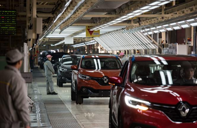 Dans l'usine Renault-Nissan de Wuhan, le 1er février, des ouvriers chinois produisent des Kadjar.