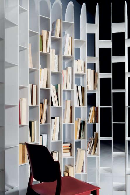 ... En remplissant plus ou moins ses alvéoles de livres, on insonorise et privatise l'espace à son gré.