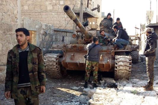 Des forces gouvernementales près des villages assiégés de Nebbol et Zahra, dans la province d'Alep en Syrie, le 2 février 2016.