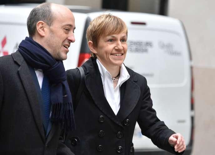 Emmanuelle Mignon, l'ancienne directrice de cabinet de Nicolas Sarkozy, et son avocat, Alexis Werl, à Paris, le 2 février 2016.