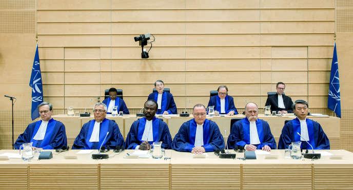 Les juges de la CPI à La Haye, le 10 mars 2015.
