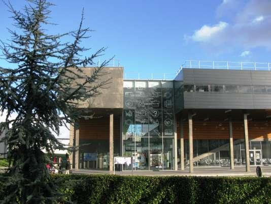 L'université de Rennes-II.