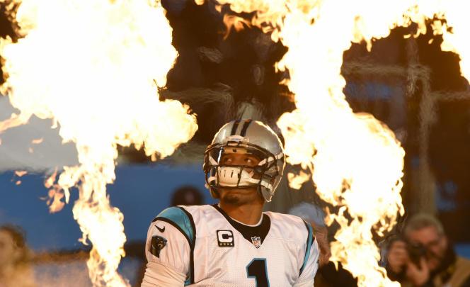 Le quarterback des Carolina Panthers Cam Newton, le 24 janvier 2016 à Charlotte en Caroline du Nord.
