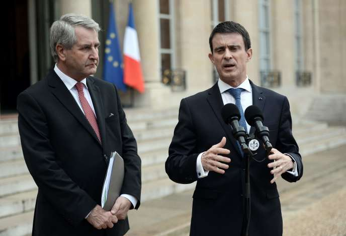 Le premier ministre, Manuel Valls, et le président de l'Association des Régions de France, Philippe Richert, à l'Elysée, le 2 février 2016.