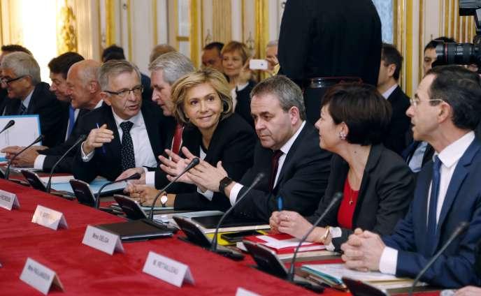 Les présidents de région, notamment Valérie Pécresse (Ile-de-France) et Xavier Bertrand (Nord-Pas-de-Calais-Picardie), ont été reçus à Matignon, mardi 2 février.