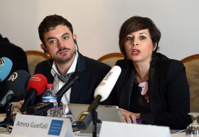 Amna Guellali, directrice du bureau de Tunis de Human Rights Watch, présente le rapport de son organisation sur les dérives des lois de lutte contre les stupéfiants.     / AFP / FETHI BELAID