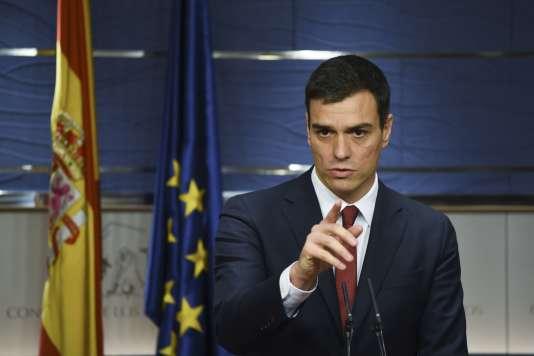 Le leader du parti socialiste espagnol (PSOE) Pedro Sanchez à une conférence de presse au parlement à Madrid le 2 février 2016.