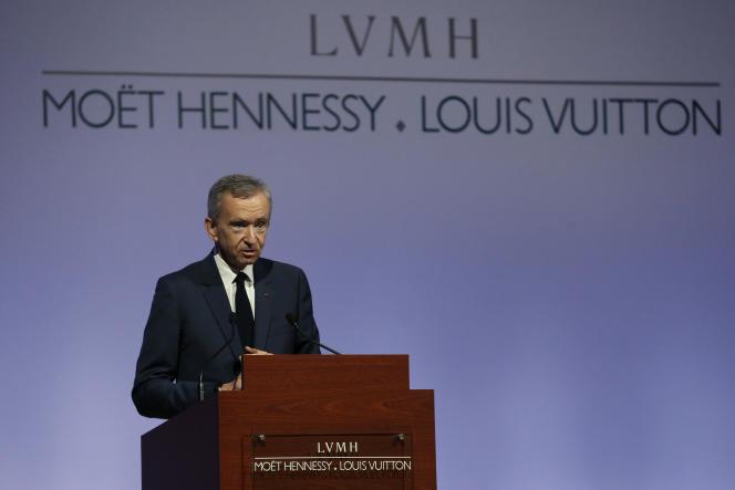 Bernard Arnault, le PDG de LVMH, présente les résultats du groupe, le 2 février 2016, à Paris.