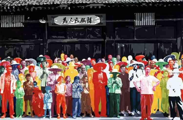 « Peut-être le tableau le plus célèbre de Fromanger, fait à partir d'une photo prise lors d'un voyage d'intellectuels et d'artistes français dans la Chine maoïste en 1974. Tout semble se passer comme si le regard des paysans-peintres chinois cherchait à croiser celui du spectateur pour mieux signaler leurs couleurs. »