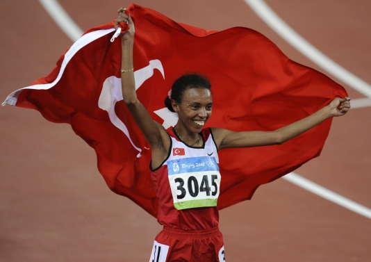 La Turque Elvan Abeylegesse, lors de la finale du 10 000 m aux Jeux olympiques de Pékin, le 15 août 2008.