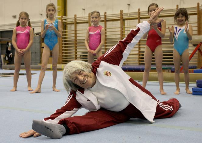 La gymnaste hongroise Agnes Keleti, 95 ans, en pleine forme !