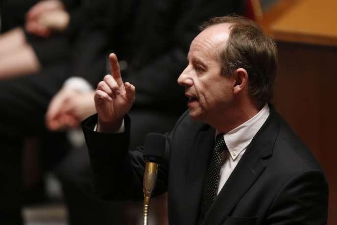 Le ministre de la justice, Jean-Jacques Urvoas, prononce un discours lors d'une séance de questions au gouvernement, le 3 février 2016 au l'Assemblée nationale à Paris.