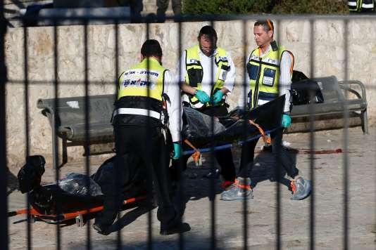 Les trois assaillants palestiniens ont été abattus après qu'ils ont attaqué des gardes-frontières israéliens près de la porte de Damas, à Jérusalem, le 3 février 2016.