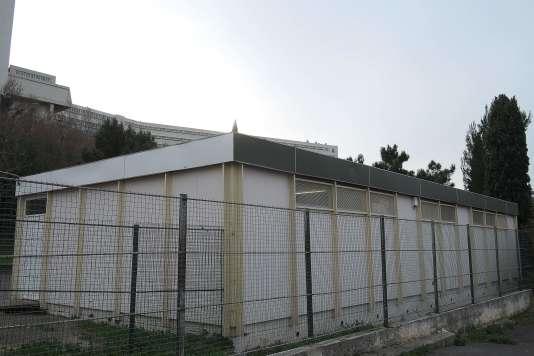 Une école préfabriquée, à Marseille (15e arrondissement), le 2 février 2016.