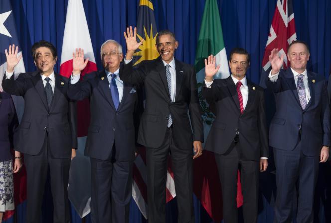 Les principaux dirigeants du Traité Transpacifique, le premier ministre japonais Shinzo Abe, le président de Malaisie Najib Razak, le président américain Barack Obama, le président mexicain Enrique Pena Nieto et le premier ministre de Nouvelle-Zélande John Key, réunis à Manille le 18 novembre 2015.
