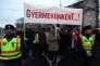"""""""Pour nos enfants !"""", est-il écrit sur une pancarte lors d'une manifestation contre la politique d'éducation hongroise, à Miskolc, le 3 février 2016."""