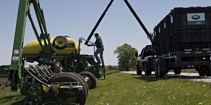 La chute brutale du prix des céréales, qui entraîne une pression sur les prix des semences, des engrais et des pesticides, adéstabilisé les grands acteurs du secteur de l'agrochimie.