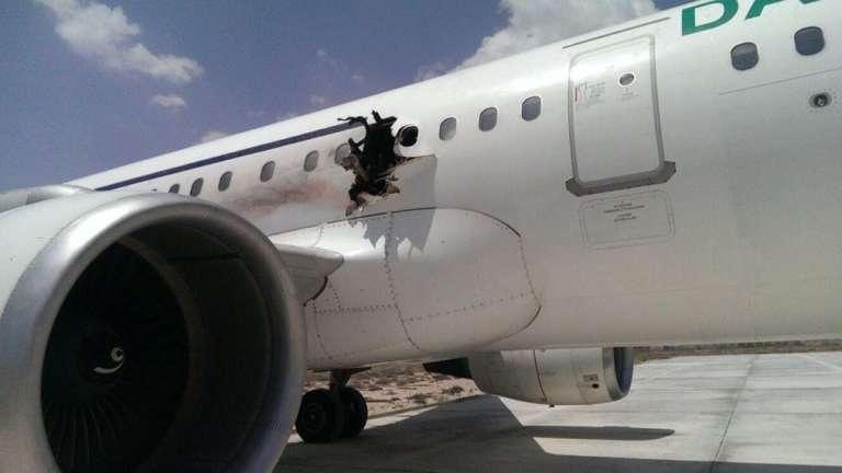 L'avion de la compagnie Daallo Airlines a atterri mardi 2 février quelques minutes après son décollage, avec un trou dans le fuselage.