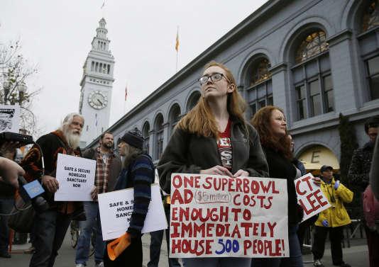 A San Francisco, à l'approche du Super Bowl, des manifestants exigent plus d'aides pour les personnes sans domicile, le 3 février.