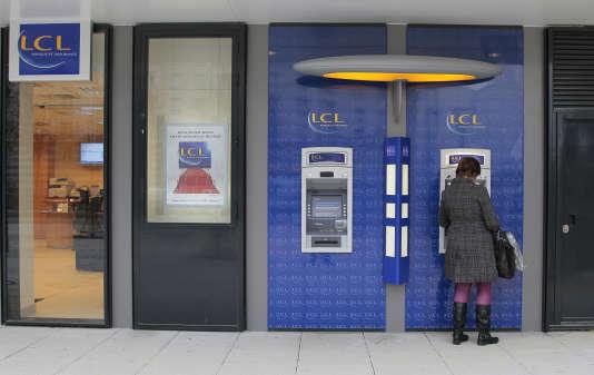 LCL compte fermer 250 agences en quatre ans.