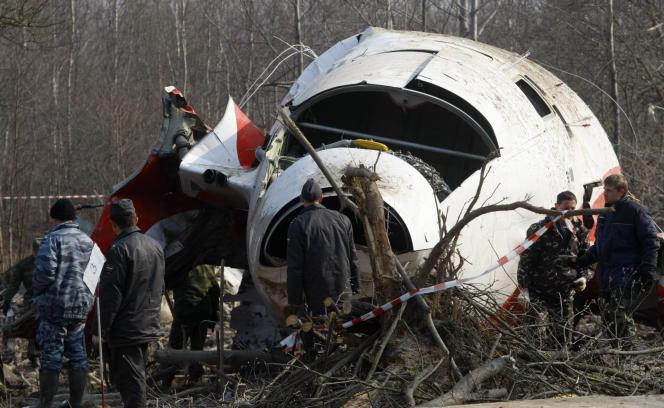 Photo d'archive du 14 avril 2010 du cash de l'avion présidentiel polonais.