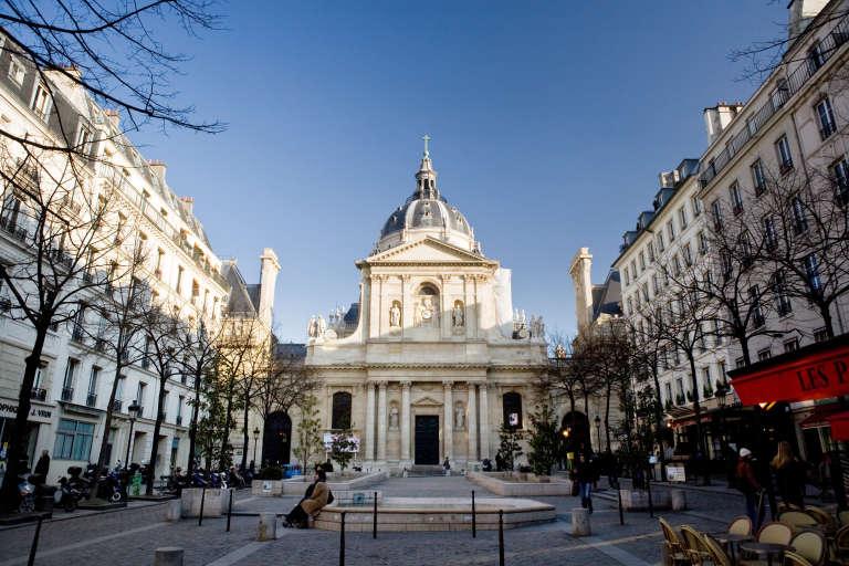 Place de la Sorbonne, à Paris, le 16 février 2010.