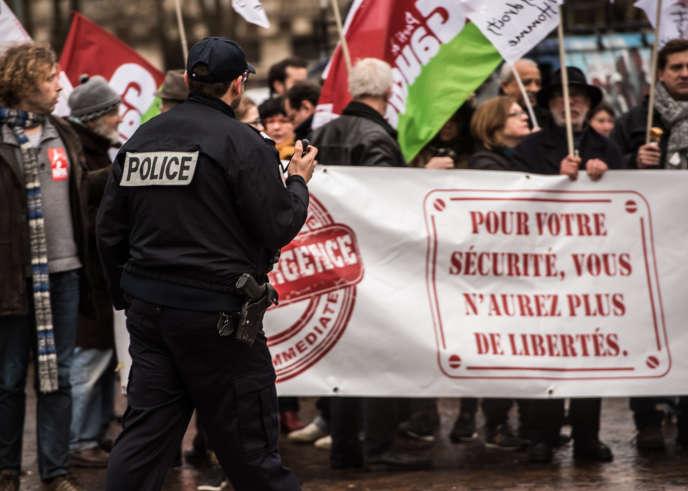 Manifestation contre l'état d'urgence, le 27 janvier, à Lille.