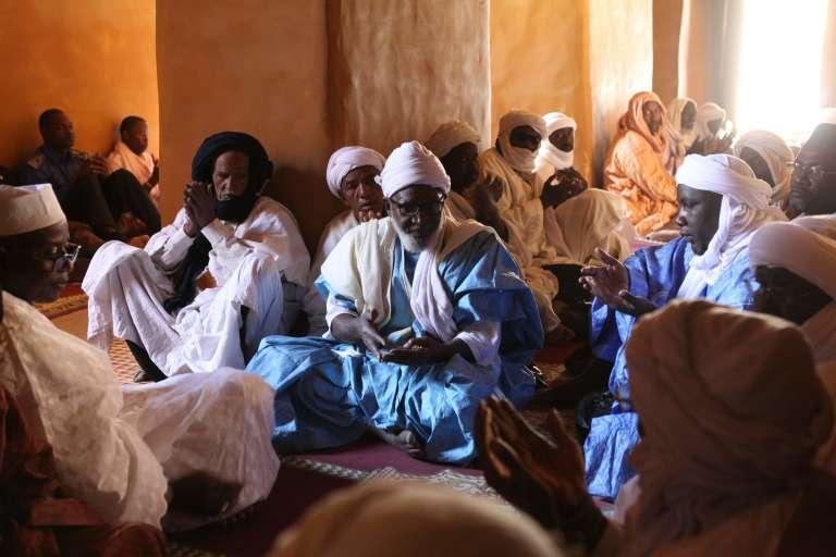 Prière collective dans la mosquée Djingareyber, le 4 février à Tombouctou, après la cérémonie de restauration des mausolées détruits par les djihadistes en 2012, et réhabilités avec l'UNESCO.