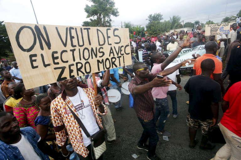 Manifestation à Abidjan en marge de la campagne électorale de la présidentielle d'octobre 2015.
