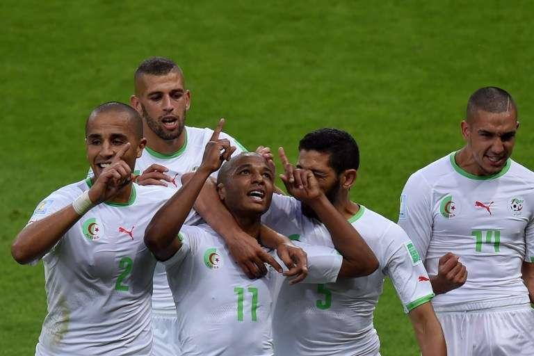 Yacine Brahimi, au centre, fête son but face à la Corée du Sud, lors du Mondial 2014 au Brésil.