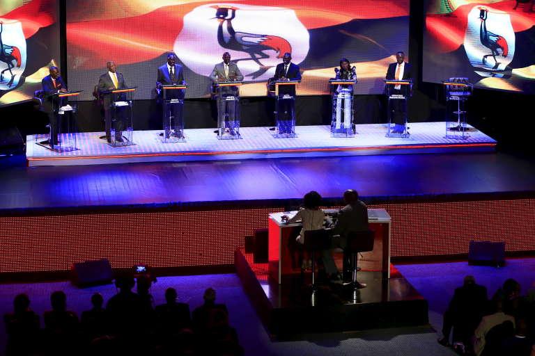Le 15 janvier 2016, premier débat entre sept des huit candidats à la présidentielle du 18 février.