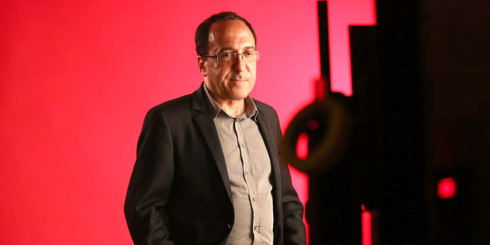 Son « home movie » de six heures, autoproduit, a fait le tour du monde des festivals, rencontrant un insolent succès. Premier étonné de l'affaire, Abbas Fahdel, documentariste irakien et cinéphile mordu, réfugié en France depuis trente ans, parle de son histoire et de son amour du cinéma, de l'exil et de la liberté, de religion et de politique.