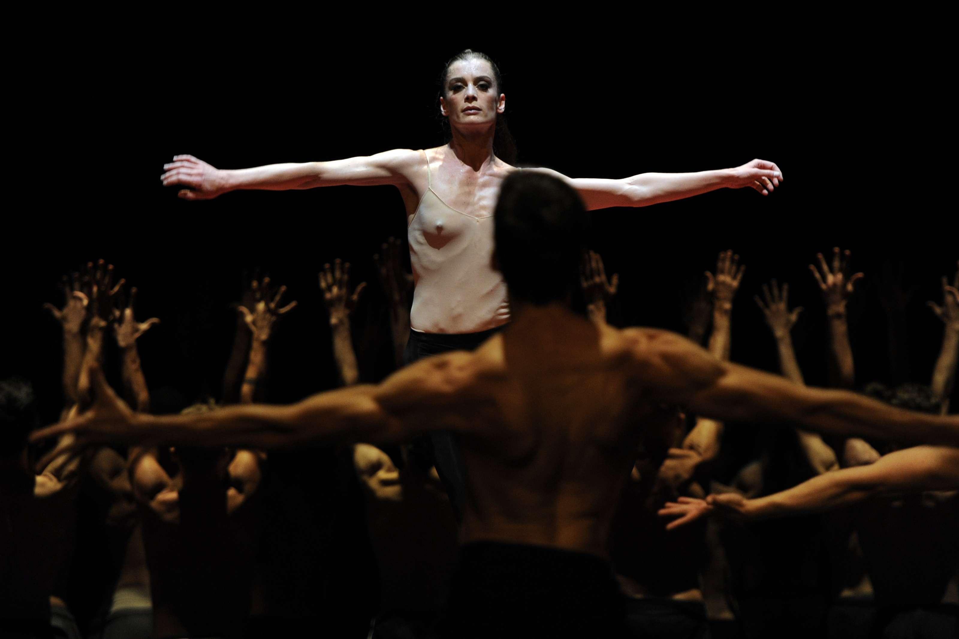 """A New York en 2012, pendant une représentation du """"Boléro"""", de Maurice Ravel, chorégraphié par Maurice Béjart."""