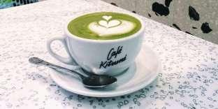 Au Café Kitsuné, le matcha aromatise une mousse de lait.