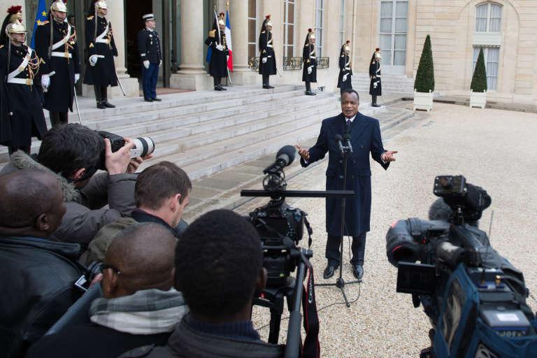 Denis Sassou-Nguesso, le 9avril 2013, devant le perron de l'Elysée, à Paris.