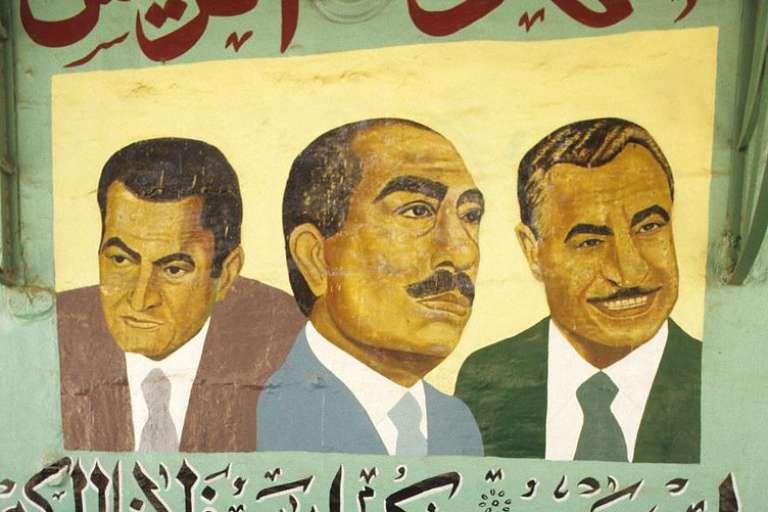 """L'affiche du documentaire de Jihan El-Tahri, """"Les Pharaons de l'Egypte moderne"""" sur  les régimes de Moubarak, Nasser et Sadate (de gauche à droite)."""